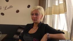 Geile blonde deutsche Milf wird hart gefickt